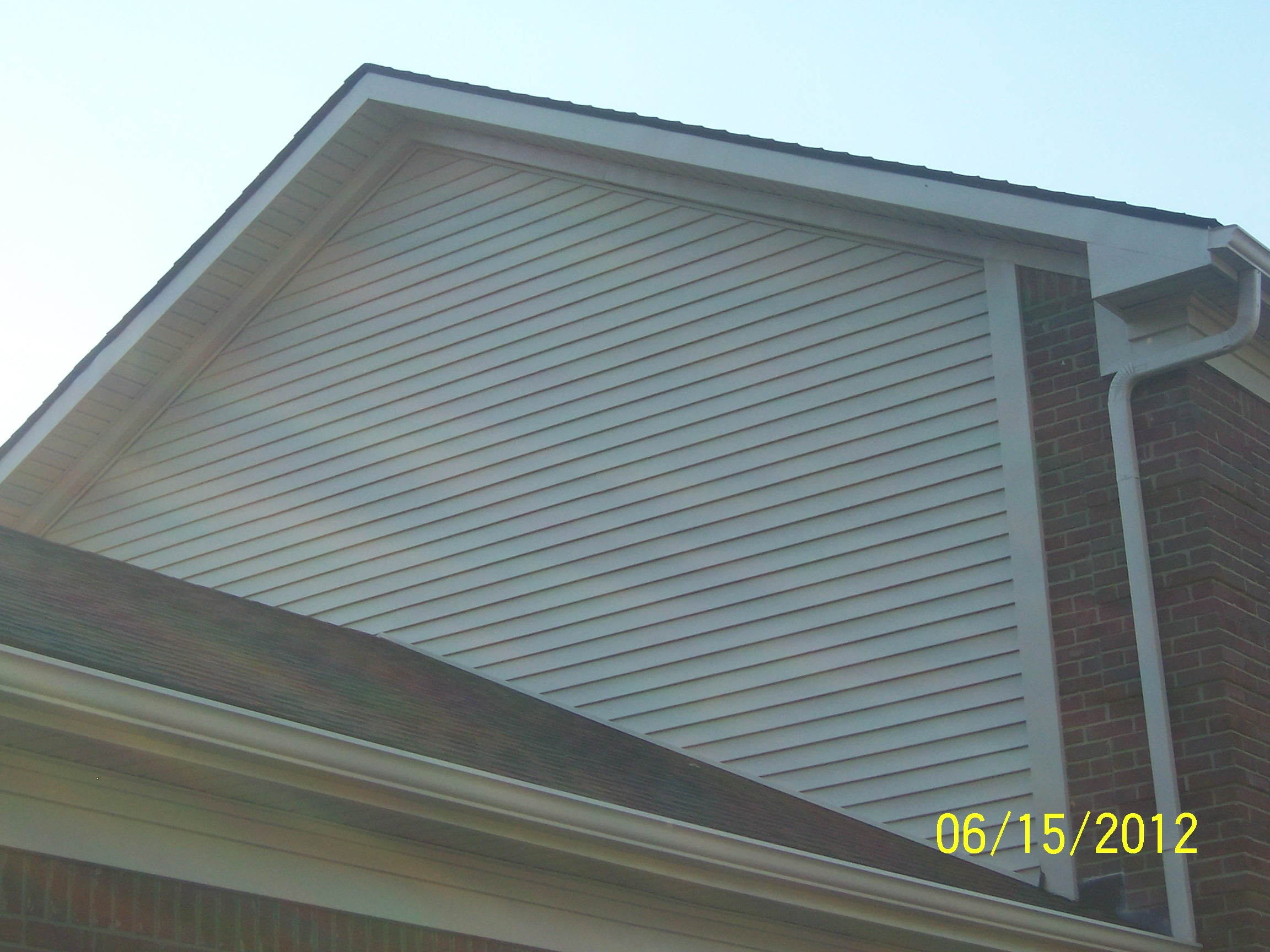 Vinyl siding and sofits gallery louisville ky classic for Classic house vinyl