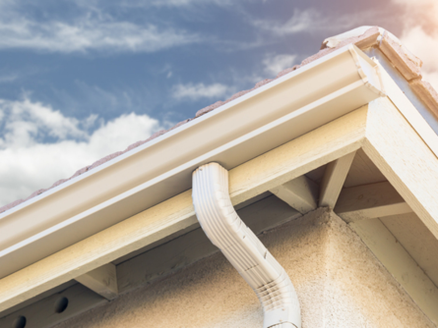 Replace Your Old Gutters With New Aluminum Seamless Gutters